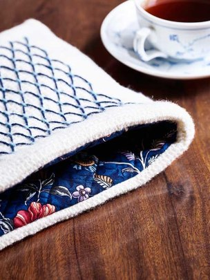 Tewarmer with embroidery